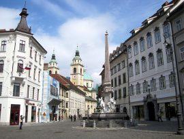 Das Rathaus beherbergt zahlreiche Denkmäler aus der Vergangenheit Ljubljanas, unter anderem eine Herkules-Statue...