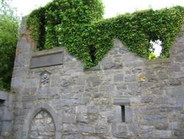 1493 hängte der Bürgermeister seinen Sohn. Ein Fensterbogen mit Gedenkplatte in der Mauer der St Nicholas Church erinnert an den Vorfall.