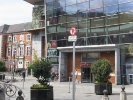 Rund um die Opera Lane ist in den letzten Jahren ein neues Einkaufsviertel entstanden mit Geschäften wie H&M, Gap, River Island.