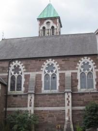 Wie überall in Irland scheint man auf Schritt und Tritt auf Kirchen zu stossen.