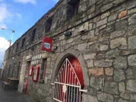Besonders origineller Pub in der alten Stadtmauer integriert.
