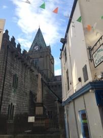 St. Nicholas' Collegiate Church ist die größte kontinuierlich genutzte mittelalterliche Pfarrkirche Irlands.