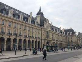 ... wie die Place Republic,wo die Mairie, die imposante Stadtverwaltung zu finden ist.