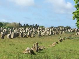 ...wurden zwischen 4000 und 3800 vor Chr. über 3000 Mehire aufgerichtet.
