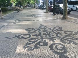 Die berühmte calcada, der von Kunsthandwerkern verlegte Strassenbelag, ist überall anzutreffen - auf Strassen, Plätzen, Trottoirs.