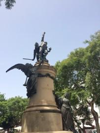 Die Flanierpromenade ist nach General Joaquin Vara de Rey benannt, der 1898 beim Unabhängigkeitskampf um die spanische Kolonie Kuba sein Leben liess