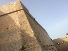 …Der Bau zog sich über Jahrhunderte hin, erst im 18. Jahrhundert war der Komplex vollendet. Die UNESCO nahm die gewaltige Festungsanlage, die zu den am besten erhaltenen Festungen Europas zählt, in ihre Liste des Weltkulturerbe auf.