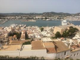 Die etwa 2500 Jahre alte Stadt gilt als eine der schönsten am Mittelmeer und wurde 1999 ins UNESCO-Welterbe aufgenommen.