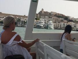 Vom Meer her ist der Anblick der Postkartenansicht Eivissas gerade nochmals eindrücklicher.