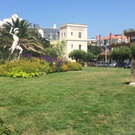 In Biarritz gibt es viele Grün in Parkanlagen...