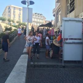 ... viele mit Touristen bevölkerte Strassen und Gassen...