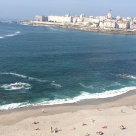 A Coruña ist Galiciens Provinz mit der längsten Küste sowie den meisten Einwohnern und war bis Mitte des 20. Jahrhunderts kulturelles und religiöses Zentrum der Region.