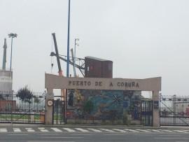 La Coruña besitzt mit einer Wasserfront von 6 km und einem jährlichen Handelsvolumen von ca. 13 Millionen Tonnen den grössten Hafen Galiciens.