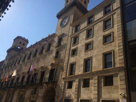 In der Casa consistorial de Alicante aus dem 18. Jahrhundert findet man den Referenzpunkt für die Meereshöhe 0.