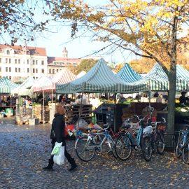 Der Marktplatz und das ihn umgebende ehemalige Arbeiterviertel Möllevången ist heutzutage sehr wahrscheinlich das prominenteste Beispiel für den multikulturellen Charme Malmös.