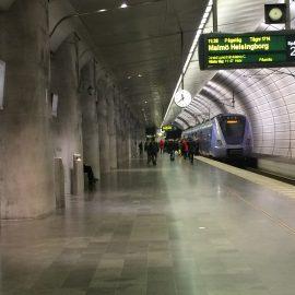 Gerade einmal 34 Minuten benötigt die Regionalbahn für die 45 Kilometer lange Strecke von Kopenhagen nach Malmö, 8 Kilometer davon führen über den Oeresund.