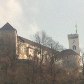 Bei der Burg handelt es sich um eine mächtige mittelalterliche Festung, Symbol der slowenischen Hauptstadt, und ein interessanter Ausflugspunkt für Touristen.