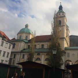Der Dom St. Nikolaus am Ciril-Metodov-Platz im Zentrum ist die Kathedralkirche des römisch-katholischen Erzbistums Ljubljana. Der barocke Dom ist dem Heiligen Nikolaus von Myra geweiht.