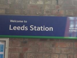 Am Bahnhof Leeds, dem drittgrössten Englands nach London, wird man willkommen geheissen.