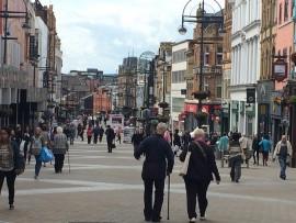 Die Strassen von Leeds, vor allem die verkehrsberuhigten, sind voller Leben.