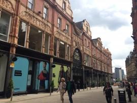 """Diese als """"Knightsbridge des Nordens"""" bekannte Einkaufszone ist mit ihrer prachtvollen Fassade…"""